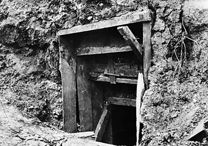 entrance_to_a_german_officers_dugout